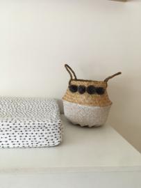 Pompom mandje gemaakt van zeegras