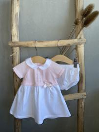Prachtig gebreid jurkje van Dr, Kid in het wit met roze.