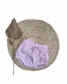 Lief luierbroekje/bloomer met een mooie strik in het lichtroze/wit.