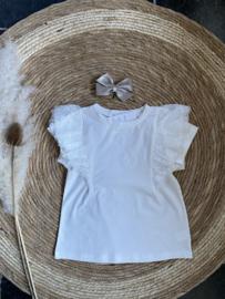 Mooi offwhite shirtje met kant.