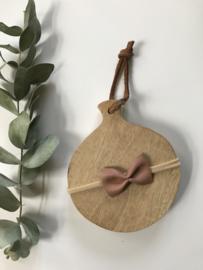 Prachtig haarbandje met een leren strik in de kleur  dusty pink.