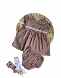 Babidu oudroze jurkje met luierbroekje.