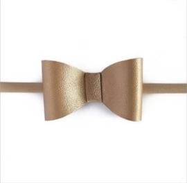 Prachtige haarband met goudkleurige strik.