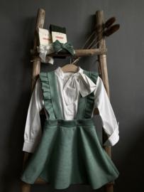 Prachtige jurk met bandjes in het oudgroen.