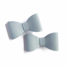 Prachtige leren haarstrikjes in het lichtblauw.