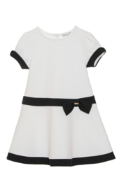 Prachtige klassieke jurk van Patachou wit met donkerblauw.