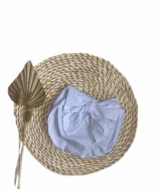 Luierbroekje/bloomer met een mooie strik in het lichtblauw/wit.