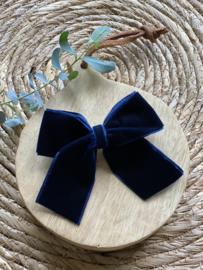 Prachtige haarstrik in het donkerblauw  van velours.