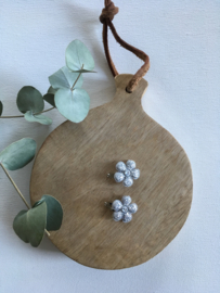 Knipje met zilveren bloem