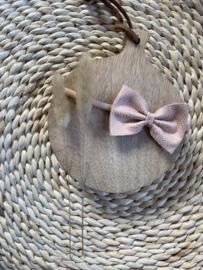 Prachtige haarband met een strik van leer in het oudroze.