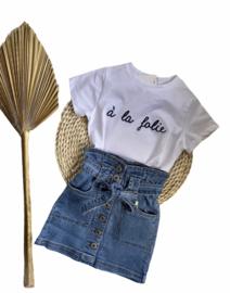 Prachtig shirtje in het wit met donkerblauw.