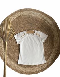 Prachtig shirtje met elastan en gouden knoopjes.