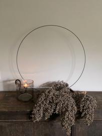 Metalen ornament / ring op voet, 80 cm