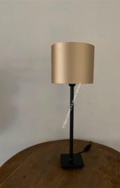 Smeedijzeren tafellamp.