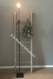 Smeedijzeren vloerkandelaar ( uitgesmeed ),met vierkante voet