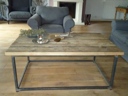 Salontafel ( Stalen frame met houten blad ).