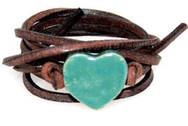 Armband echt leer met keramiek hart groen