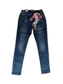 Monday jeans met sjaal