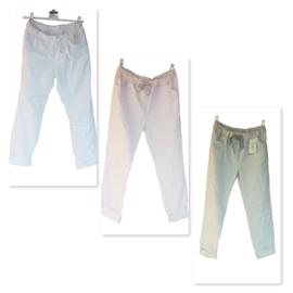 Stretch broek  in de kleur wit grijs of roze.