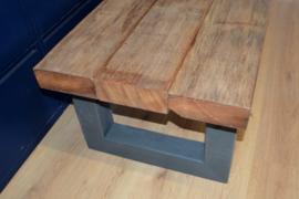 Salontafel van oud hardhout