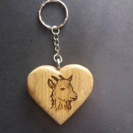 Hartvormige sleutelhanger met geitenkop