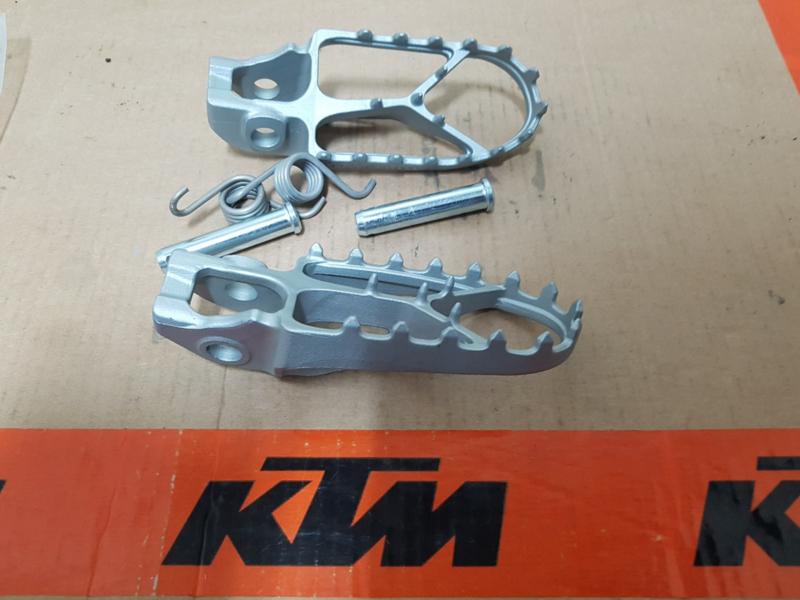 KTM SX 85 / HUSQVARNA TC 85 SET NIEUWE ORIGINELE VOETSTEPS 2018 - 2020 NIEUW