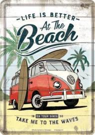 VW Bulli - At The Beach. Metalen Postcard 10 x 14 cm.