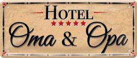 Hotel Opa & Oma. Metalen wandbord 12 x 28 cm.