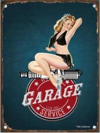 Pin-Up Garage Service. Metalen Wandbord in reliëf 15 x 20 cm.