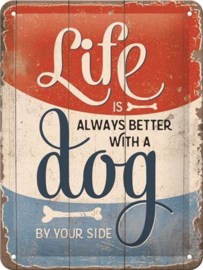 Life is better dog Metalen wandbord in reliëf 15 x 20 cm.