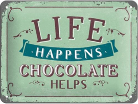 Life Happens - Chocolate Helps Metalen wandbord in reliëf 15 x 20 cm.