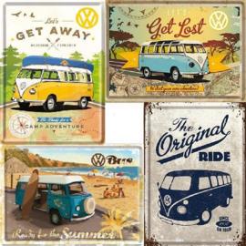 4 Metalen Ansichtkaarten VW Busjes  10 x 14 cm.