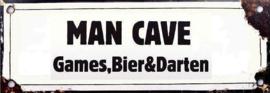 Man Cave Games Bier & Darten.