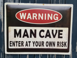 Warning Mancave. Metalen wandbord   30 x 40 cm.