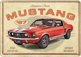 Ford Mustang - GT 1967 Red. Metalen Postcard 10 x 14 cm.