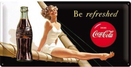 Coca Cola Be Refreshed Metalen wandbord in reliëf 25 x 50 cm .
