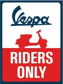 Vespa Riders Only. Koelkastmagneet 8 cm x 6 cm.