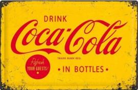 Coca Cola in Botlles.   Metalen wandbord in reliëf 40 x 60 cm.