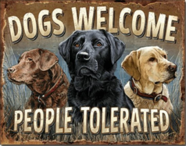 Dogs Welcome Metalen wandbord 31,5 x 40,5 cm.