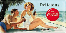 Coca Cola Beach Couple  Metalen wandbord in reliëf 25 x 50 cm .