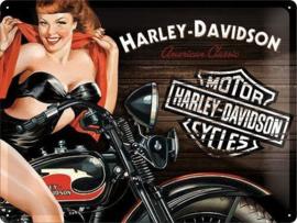 Harley Davidson American Classic Red Biker Babe  Metalen wandbord in reliëf 30 x 40 cm