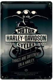 Harley-Davidson Things are different ​on a Harley.  Metalen wandbord in reliëf 20.x.30 cm