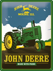 John Deere - Made With Pride. Metalen wandbord in reliëf 30 x 40 cm.