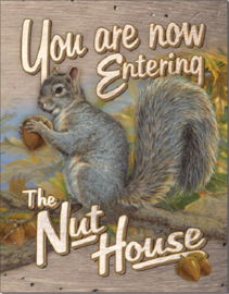 Entering Nut House   Metalen wandbord 31,5 x 40,5 cm.