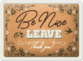 Be nice or leave. Metalen wandbord in reliëf 15 x 20 cm.