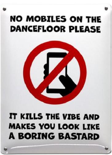 No Mobiles on te dancefloor please   Emaille bordje 30 x 40 cm.
