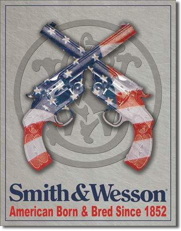 Smith & Wesson American Born Metalen wandbord 31,5 x 40,5 cm.