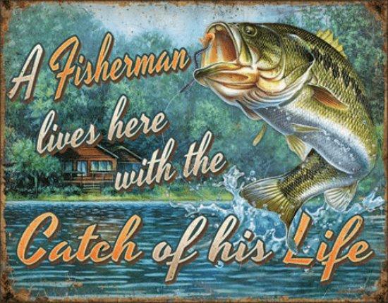 A Fisherman lives here.  Metalen wandbord 31,5 x 40,5 cm.