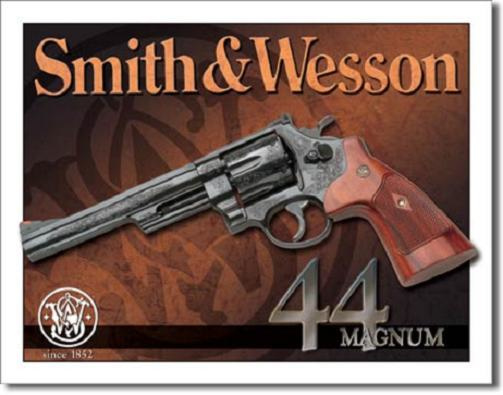 Smith & Wesson Magnum 44 .  Metalen wandbord 31,5 x 40,5 cm.