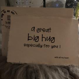 Hug in een envelop handgeschept papier!